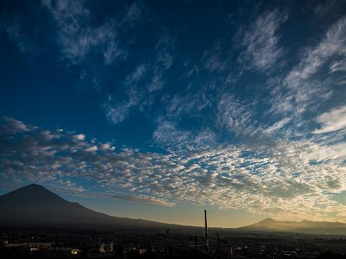 秋空の富士山