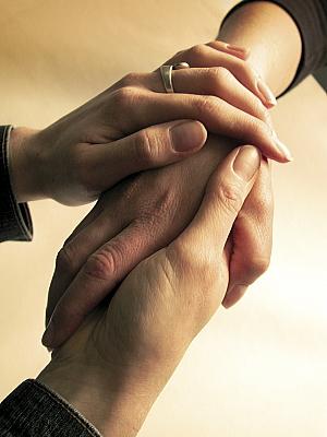 人に触ったり触られたりするとセロトニンが増える