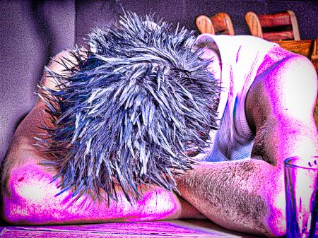 背中が神経痛だったので椅子に座って眠った